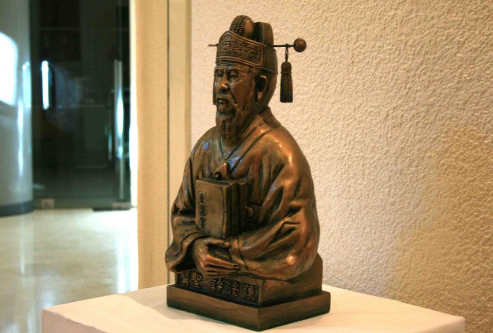 Heo Jun - Donguibogam